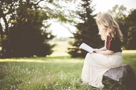 Textos memorables memoria leer niña campo libro rubia.jpg