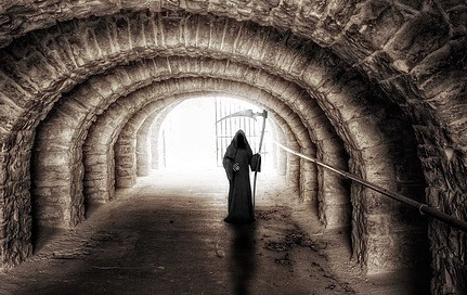 Reseña Siega Muerte guadaña tunel