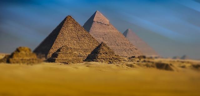Reseña La voz de Amunet pirámide ritmo acción descripción